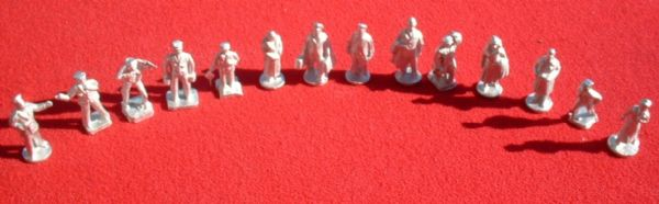 Set of 14 reproduction Hornby Railway Station Staff & Passengers figures OO gauge (Approx 22mm )